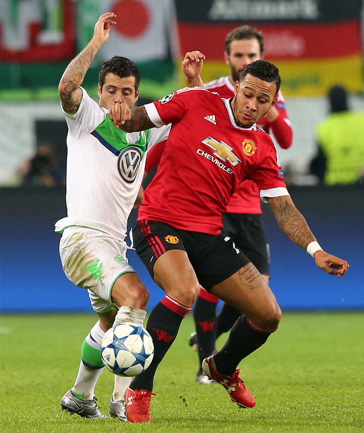memphis depay in action for manchester united