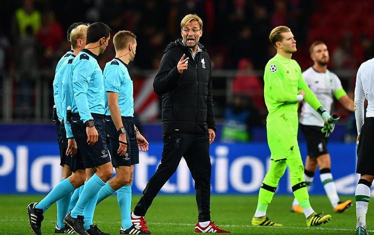 Klopp talking with the referee
