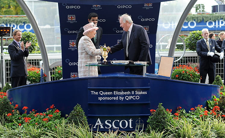 Queen Elizabeth awarding a trophy at Ascot. Main image.
