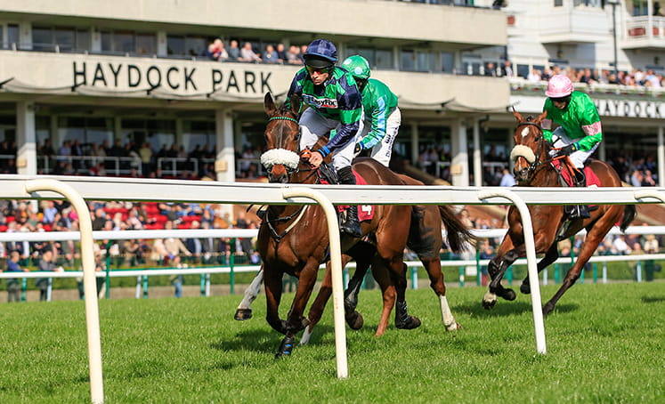 Two horses racing in the Temple Stakes